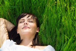 woman_relaxing_nature